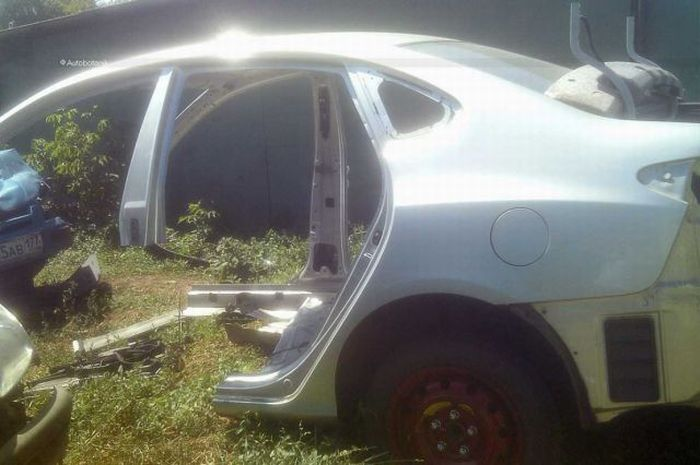 How to Make a Crashed Car to Look Like a Normal One (89 pics)