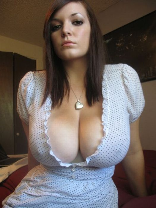 Epic Cleavage Girl (15 pics)