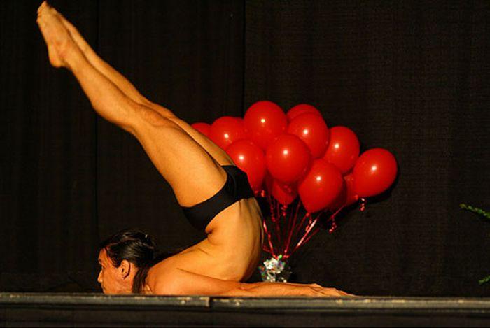 Extreme Yoga Positions (46 pics)