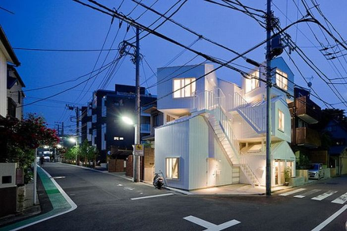 Very Unusual Apartment Building in Tokyo (10 pics)