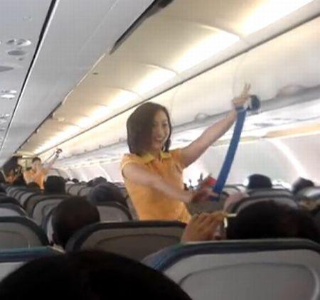 Cebu Pacific Flight Attendants Dancing