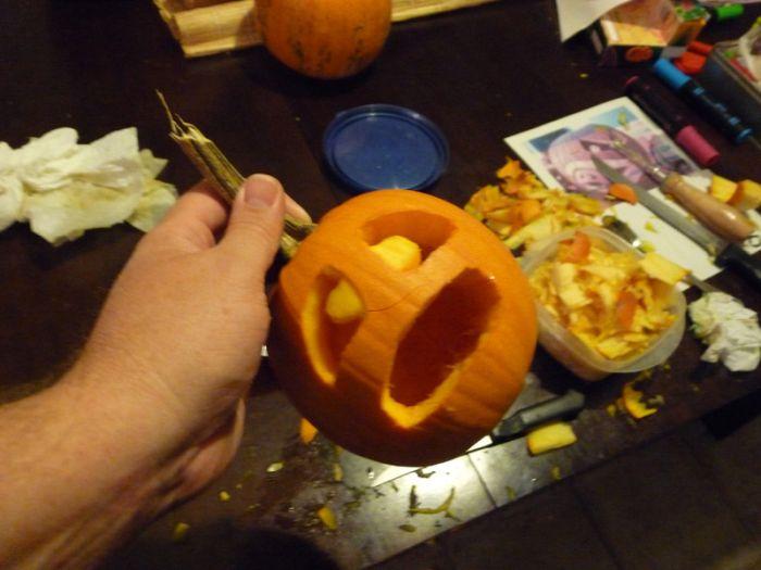 How to Create a Cannibal Pumpkin (34 pics)