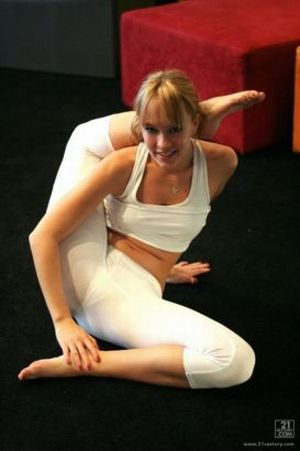 Very Flexible Girls (21 pics)
