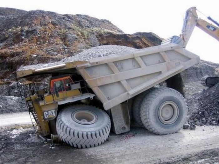 Large Vehicle Crashes (21 pics)