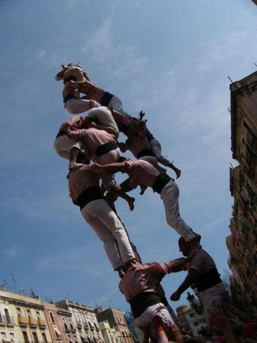 Falling Human Towers (28 pics)