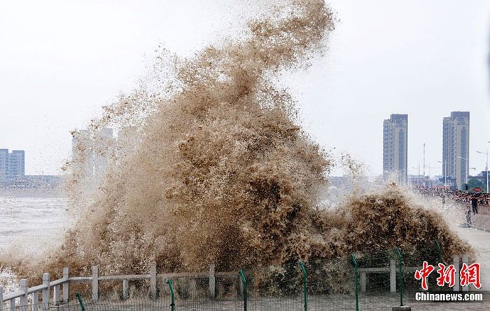 High Tide in China (12 pics)