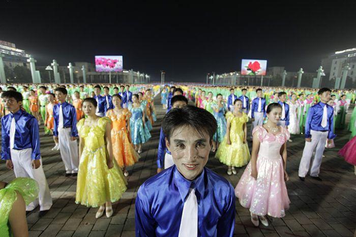 Parade in North Korea (43 pics)