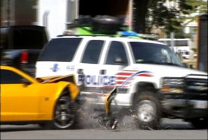 DC Police Chevy Suburban vs Bumblebee Camaro (6 pics + video)