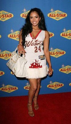 Celebrities Wearing Sports Jerseys (23 pics)