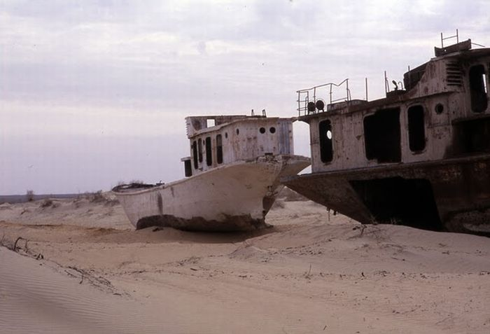 When a Sea Disappears (12 pics)