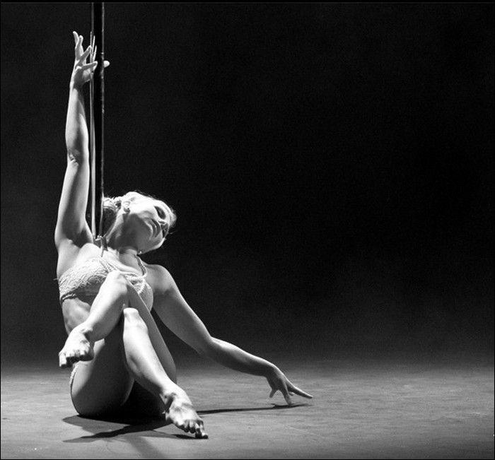 The Art of Pole Dancing (17 pics)