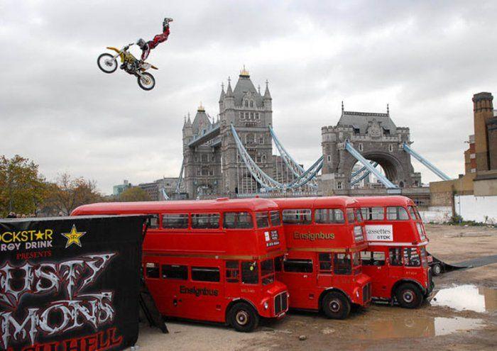 Extreme Motorcycle Stunts (29 pics)
