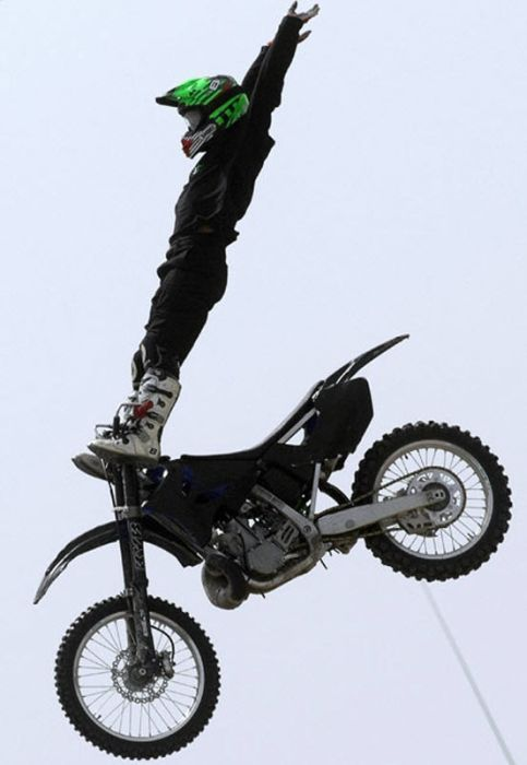 Extreme Motorcycle Stunts (29 pics)