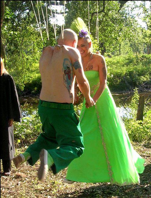 Extreme Wedding (4 pics)