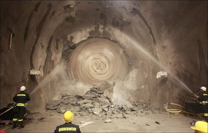 The Longest Tunnel in the World (16 pics)