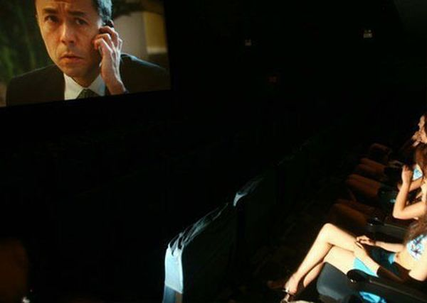 Bikini Girls at a Chinese Movie Theater (4 pics)