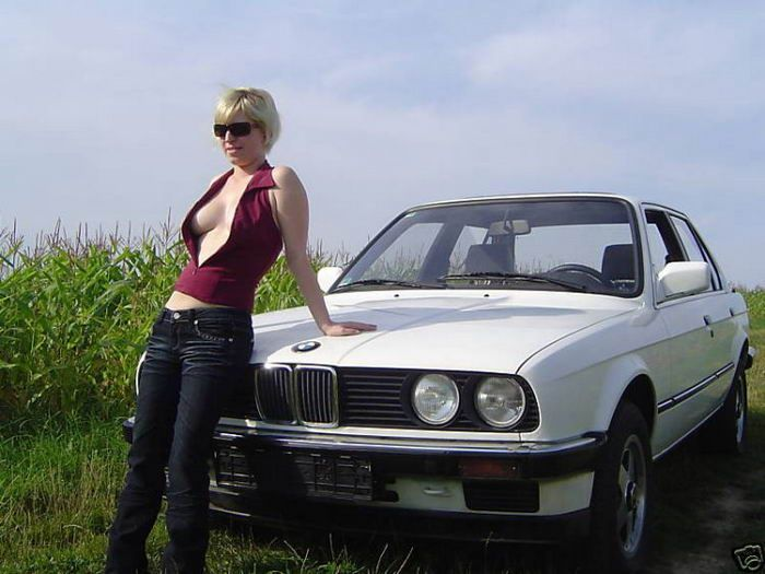 Selling Your Old Car Using Your Girlfriend (11 pics)