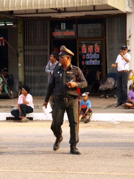 Weird Cop (3 pics)