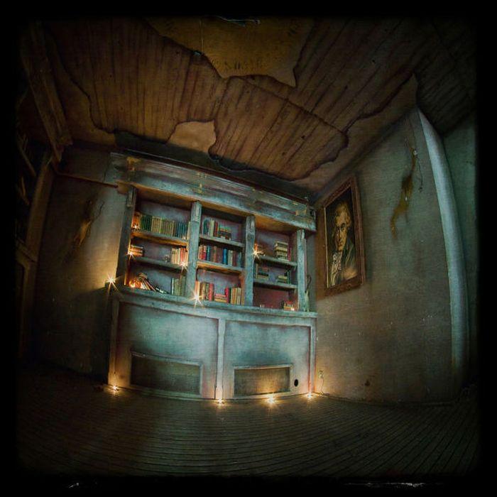 Abandoned T'Spookhuys Restaurant/Bar (51 pics)