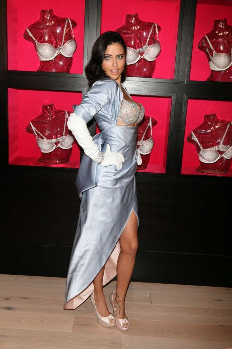 Adriana Lima Wearing Two Million Dollar Bra (9 pics)