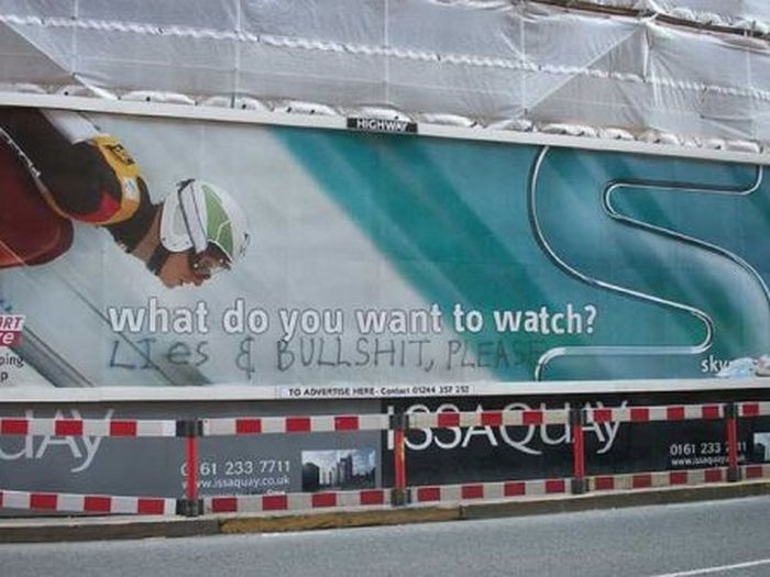 Billboards Improved By Graffiti (40 pics)