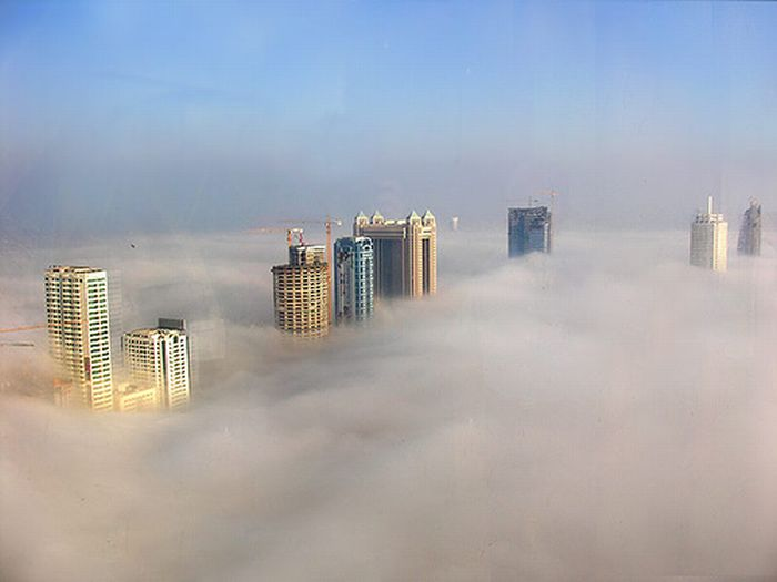 Dubai in the Fog (8 pics)