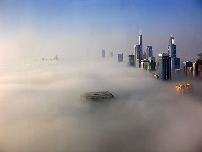 Dubai in the Fog (8 pics)