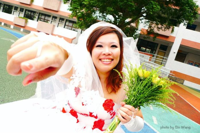 Taiwanese Woman Marries Herself (11 pics)