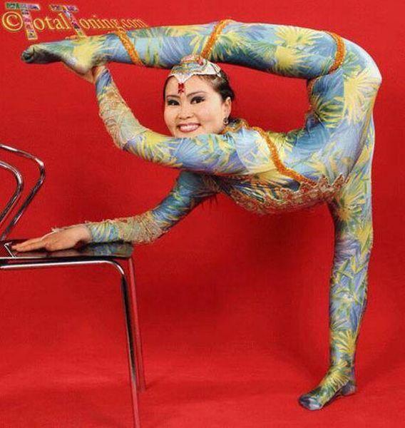 Very Flexible Chinese Girls (38 pics)