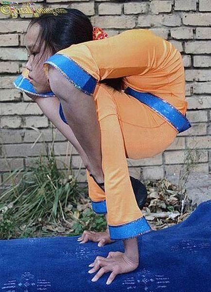 Very Flexible Chinese Girls (38 pics)