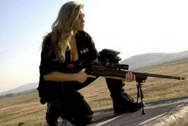 Girls with Guns (41 pics)
