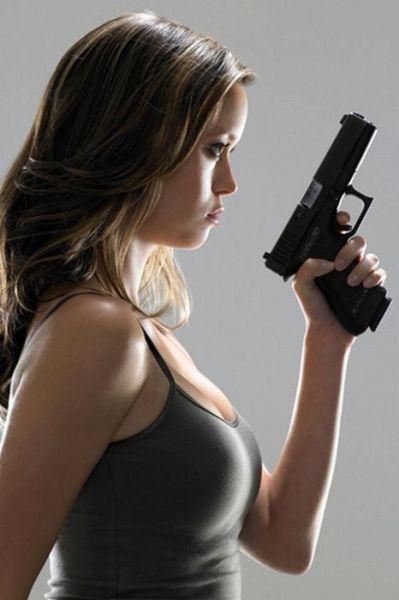 Girls with Guns (41 pics)