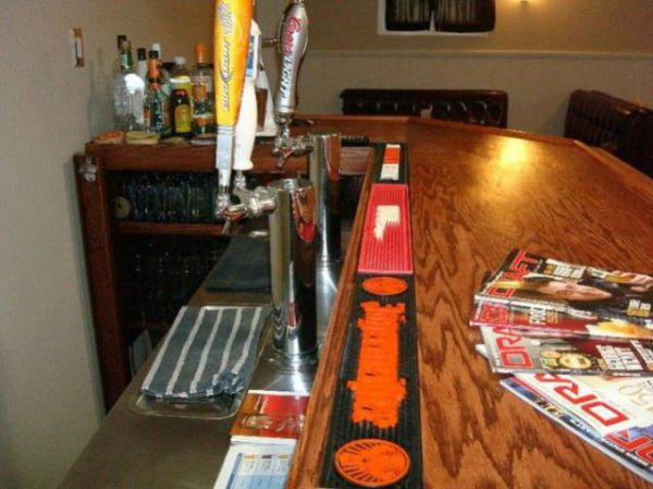Home Bar in the Basement (10 pics)