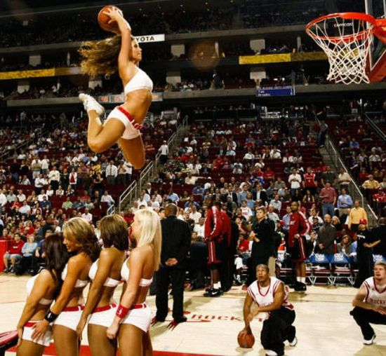 NBA Girls Dunking (30 pics)
