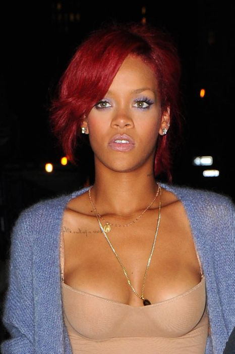 Rihanna on 'What's My Name' music video set in Tribeca, October 27 (18 pics)