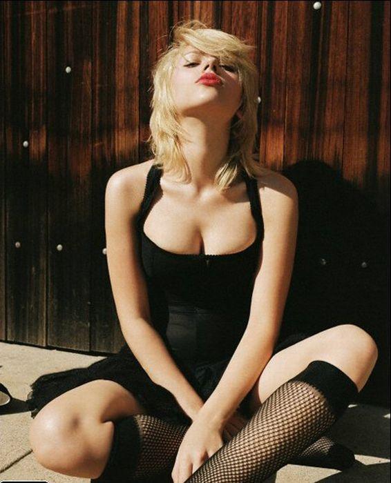 Scarlett Johansson's Best Breast Moments (31 pics)