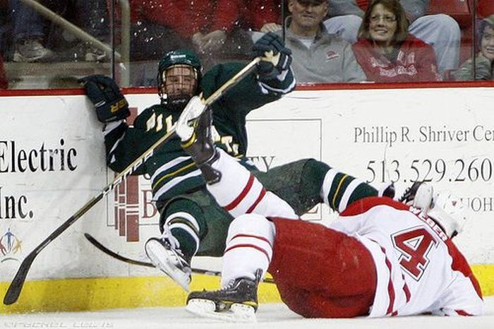 The Dangers of Ice Hockey (3 pics)