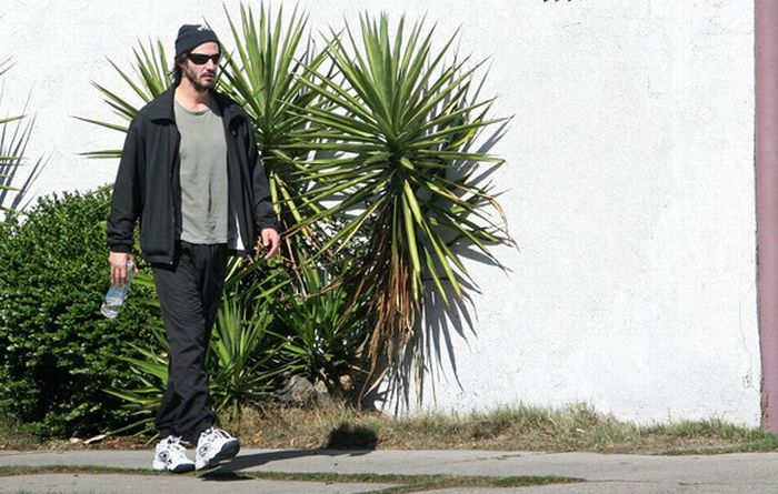 Keanu Reeves Practicing Tai Chi Next To A Parking Lot (9 pics)