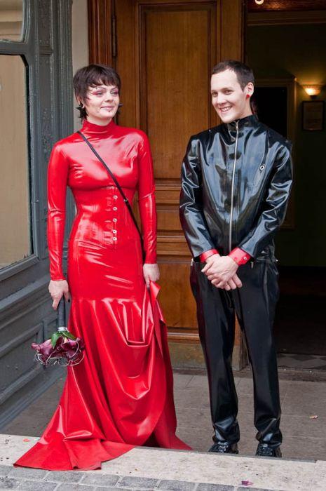 Latex Wedding (14 pics)