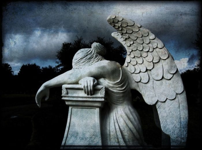 Beautiful Cemetery Sculptures (20 photos)