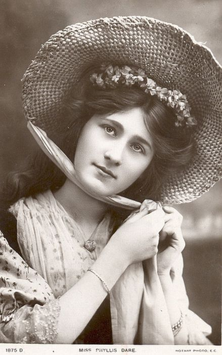 Beautiful Women of the Past (105 pics)