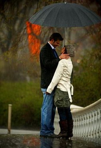 The Proposal in the Park in the Rain (10 pics)
