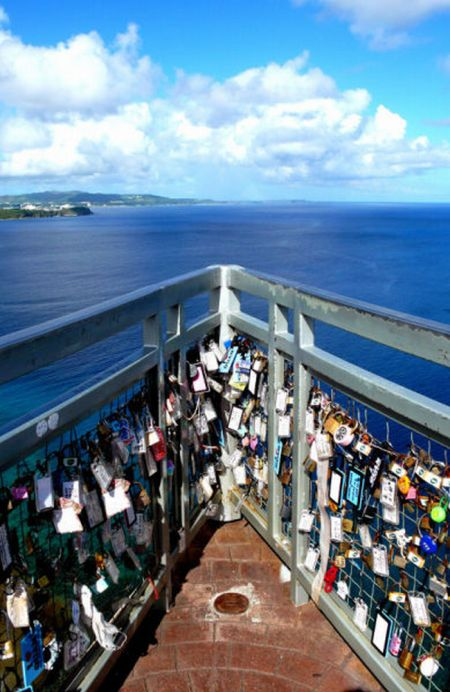 Love Locks All Over The World (12 pics)