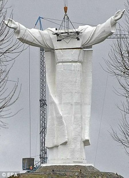 Large Jesus Christ Statue in Poland (12 pics)