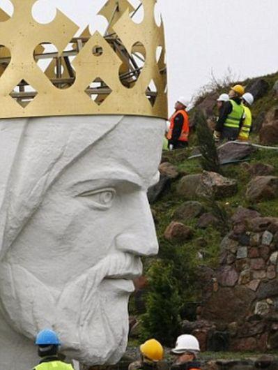 Large Jesus Christ Statue in Poland (12 pics)