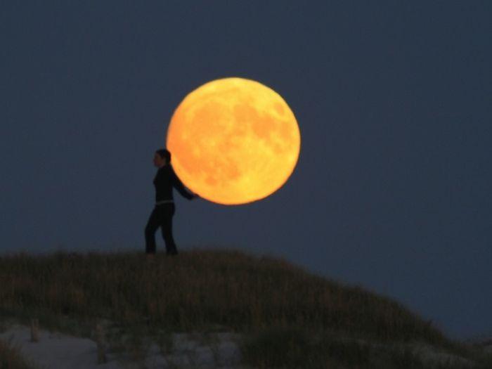 La Luna. Bella modelo... sin censura