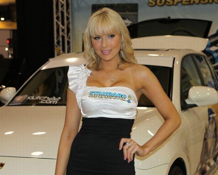 2010 SEMA Show Babes (25 pics)