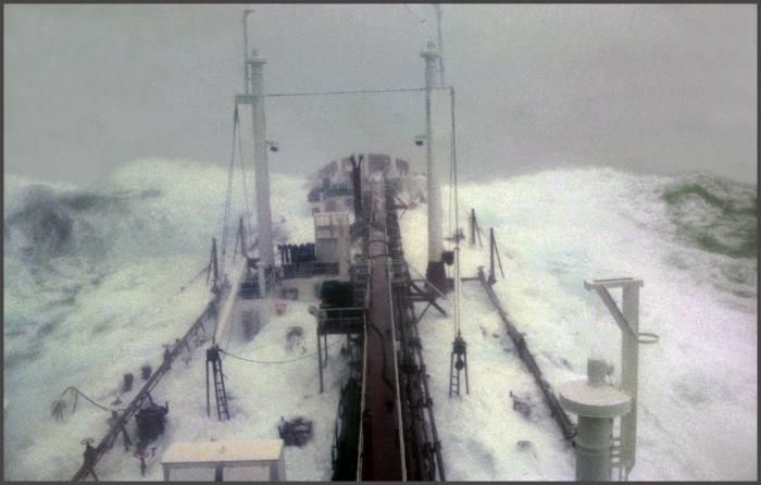 Ships During and After Storm (36 pics)
