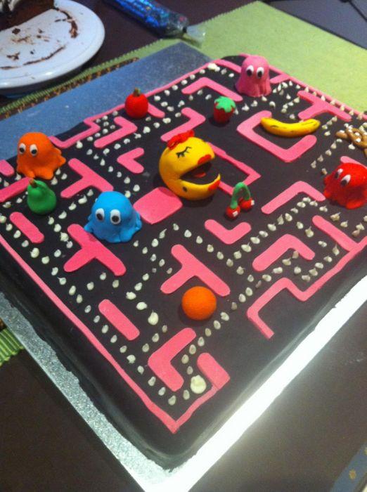 Pac Man Cake 8 Pics
