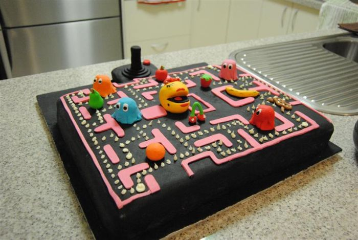 Pac-Man Cake (8 pics)